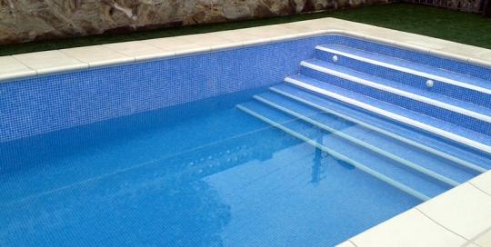 Construcci n de piscinas escaleras archives construcci n for Escaleras para piscinas de obra